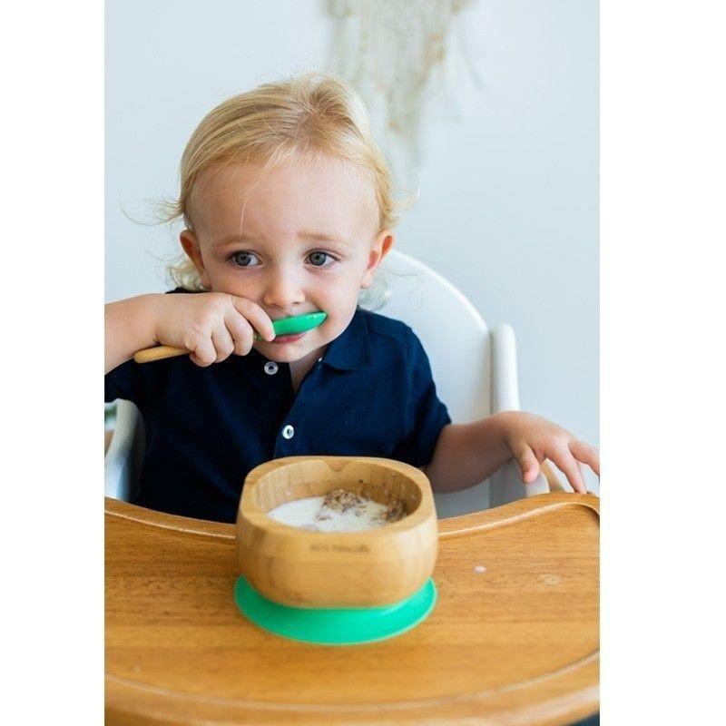 niño comiendo en bol ECO RASCALS